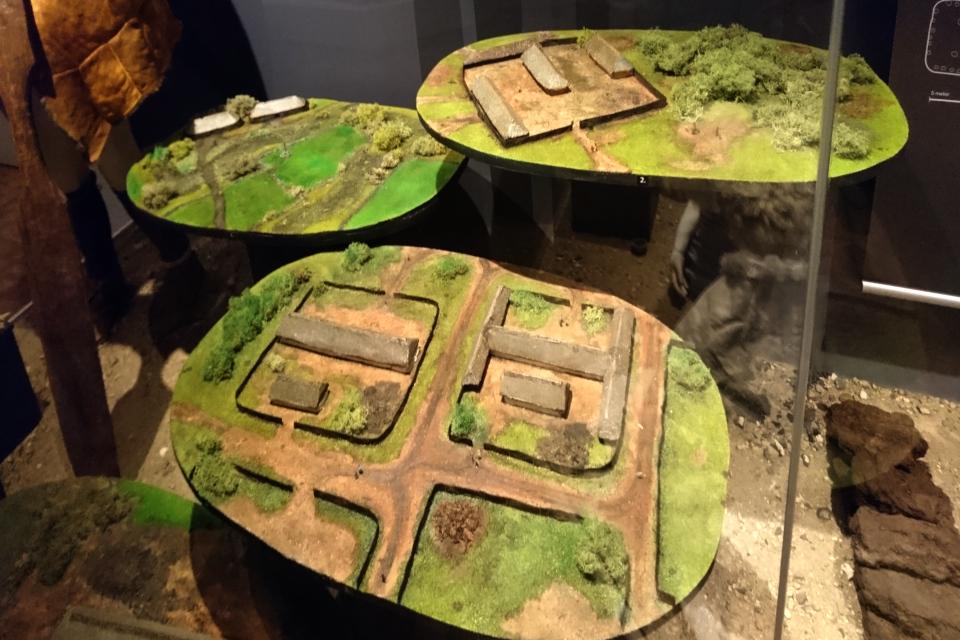 Макеты, демонстрирующие постройки во времена железного века в Дании