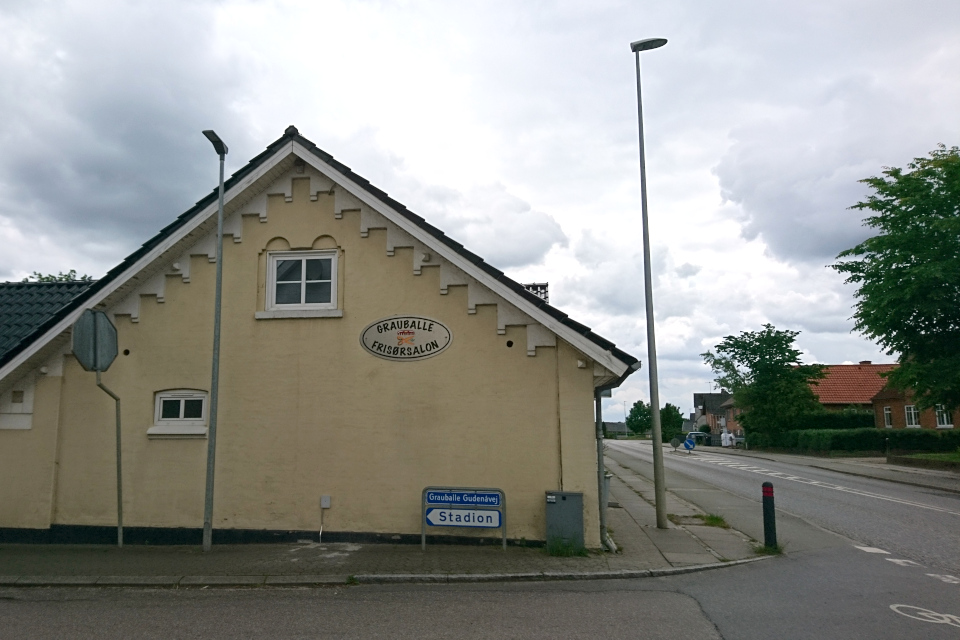 Парикмахерская Граубалле (Grauballe frisørsalon). Фото 7 июн. 2020, Дания