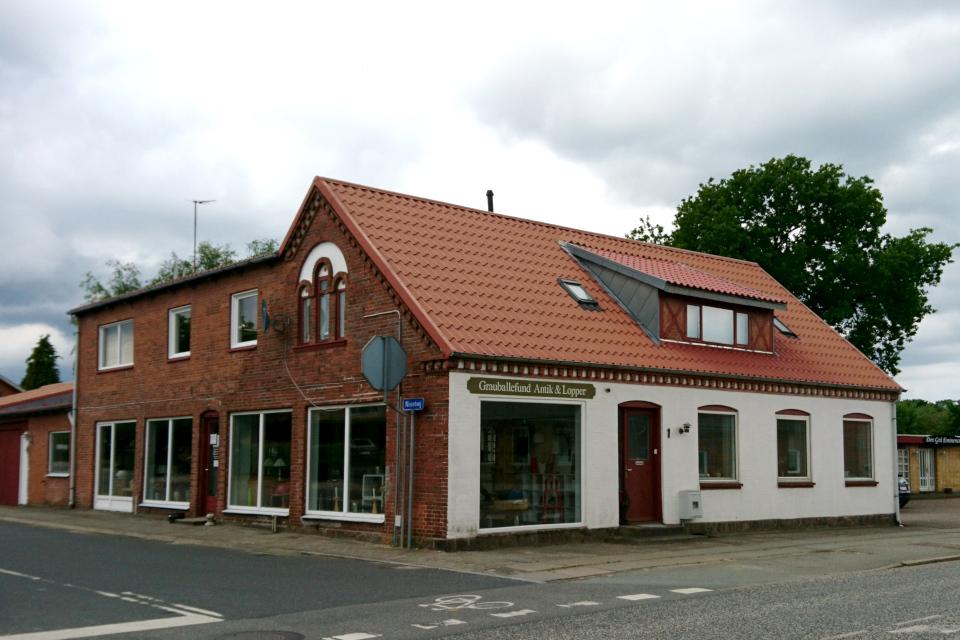 Магазин антиквариата и других старых предметов (Grauballe Antik & lopper)