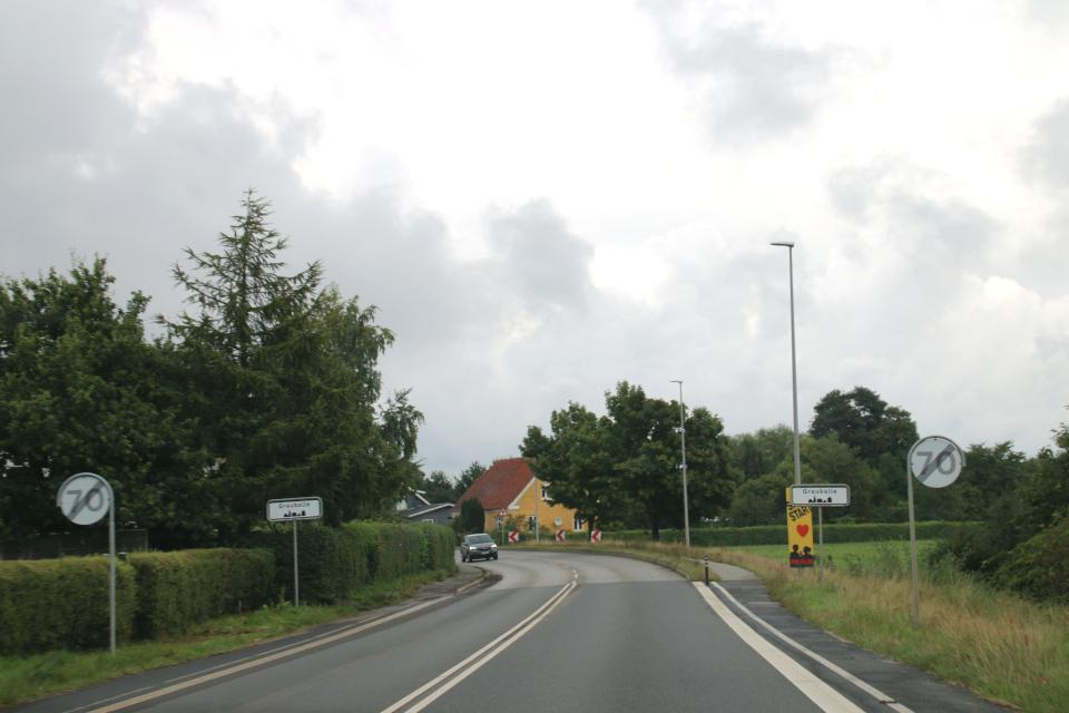 Около въезда в город Граубалле / Grauballe. Фото 29 авг. 2020, Дания