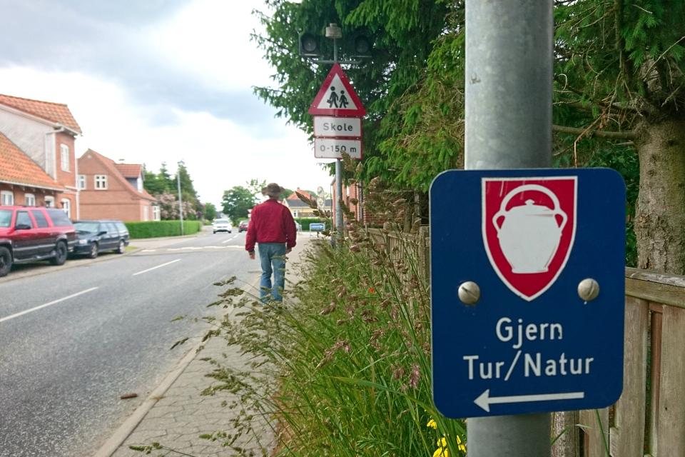 """Туристическая табличка """"Гйерн, путешествие, природа"""" (""""Gjern, tur, natur"""")"""