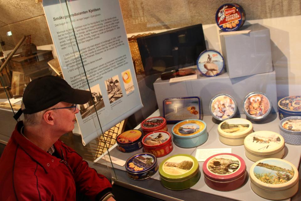 Выставка старых жестяных коробок датского печенья