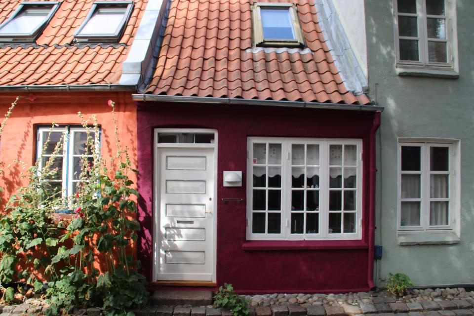 Домик с одним окошком. Фото 22 авг. 2020, улица Мёллестиен в Орхусе, Дания