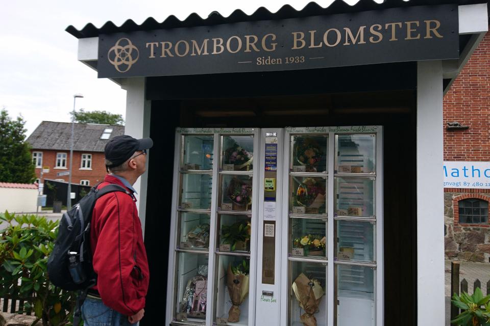 Витрина цветочного магазина самообслуживания Tromborg blomster