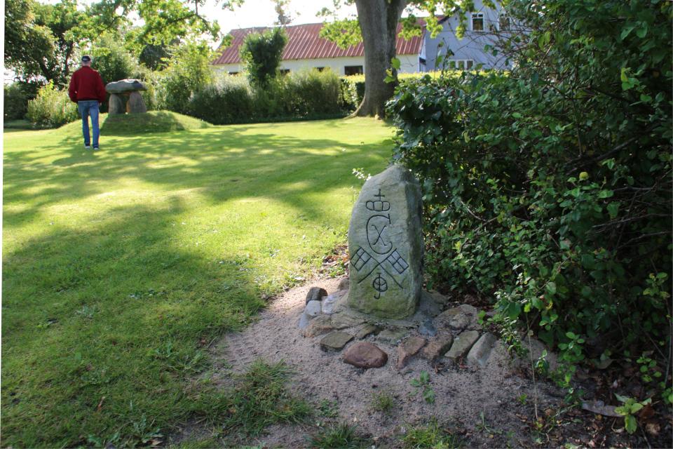 Другой камень воссоединения в парке Helledammen, г. Крагалунн / Kragelund