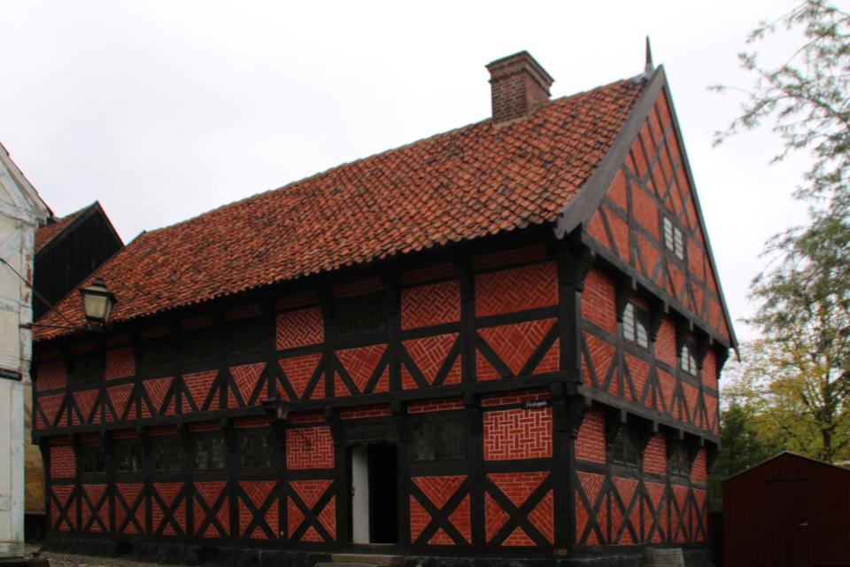Фахверковый дом эпохи Ренессанса с деревянным молниеотводом
