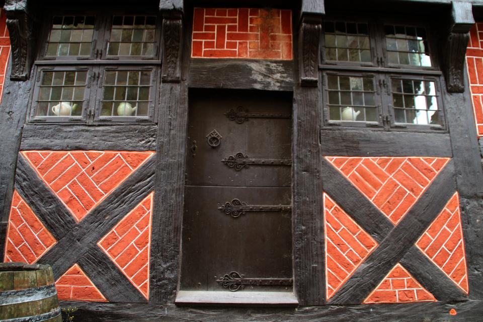 Дверь с боковой стороны дома. Фото 6 окт. 2020, музей Старый Город
