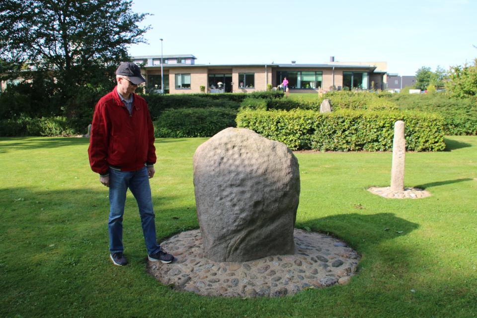 Чашечный камень возле церкви Крагелунд / Kragelund