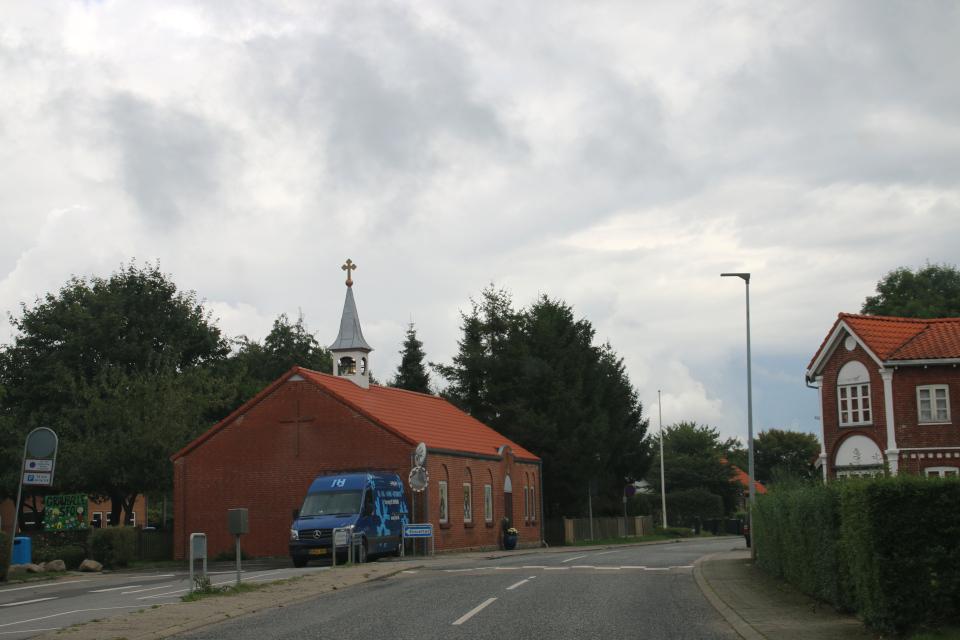 Сербская православная церковь с колоколом на башне