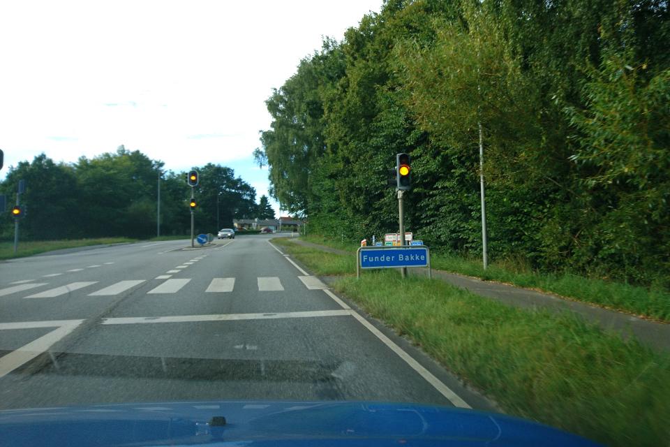 Дорога через город Фундер Киркебю / Funder Kirkeby, Дания. Фото 2 сент. 2020
