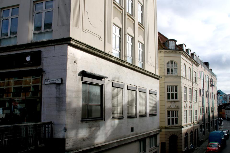 Улица Sankt Clemens Torv, вид с моста. Фото 23 окт. 2020, Graven, г. Орхус, Дания