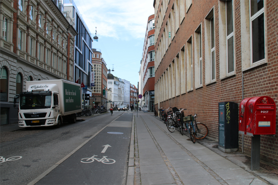Улица Østergade с информационной табличкой про местонахождения викингов