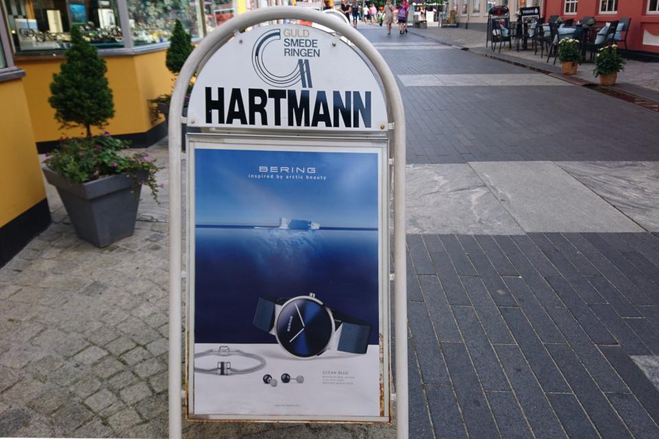 """Реклама часов торговой марки """"Беринг"""" на пешеходной улице г. Скиве, Дания"""