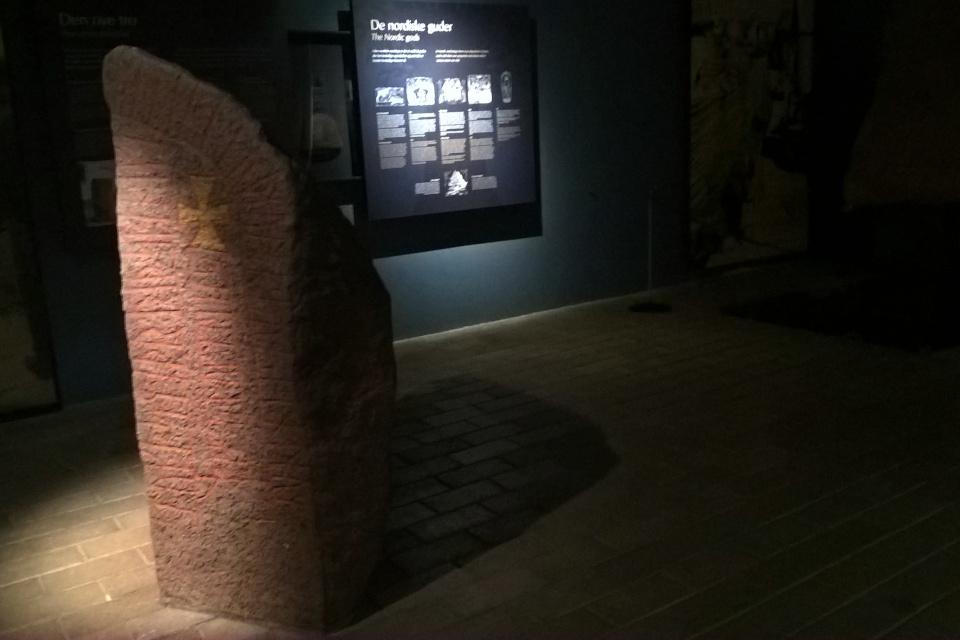 Рунный камень, музей викингов в Орхусе, Дания