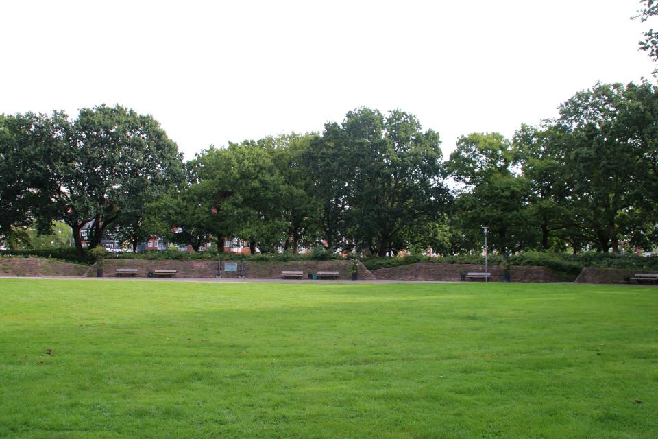 Мемориал в память о Витусе Беринге в глубине парка, Хорсенс, Дания