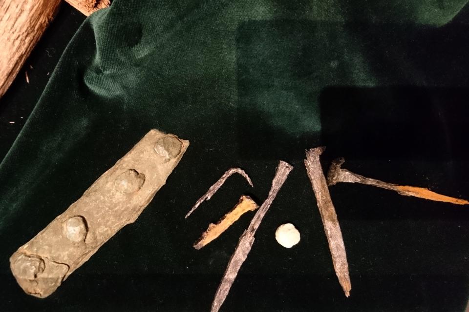 """Железные гвозди, найденные во время экспедиции, выставка """"Витус Беринг"""""""