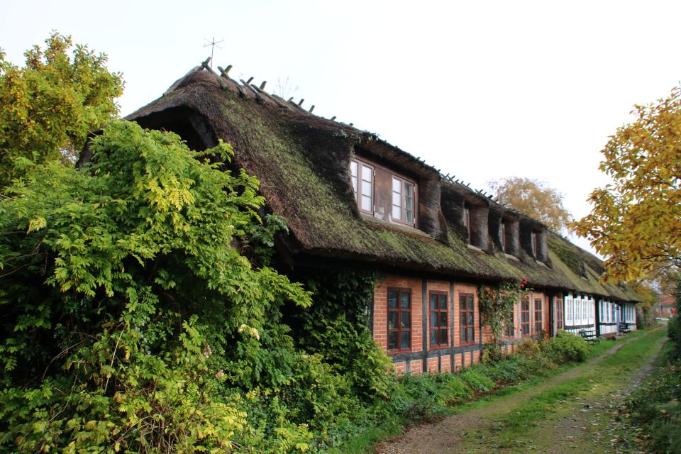 Старые фахверковые дома возле церкви Обю, г. Обюхой / Åbyhøj, Дания