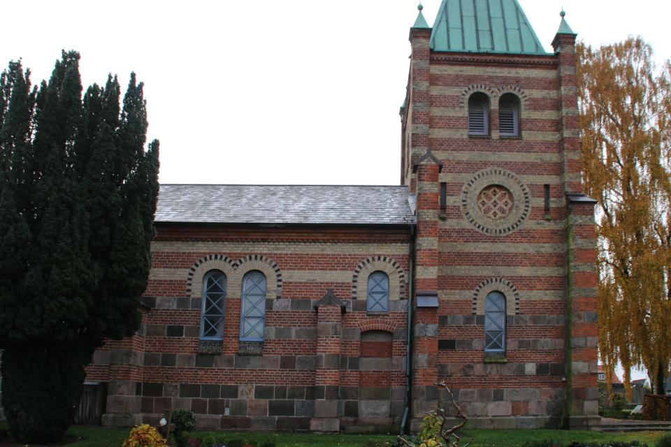 Замурованная дверь возле башни - вид с северной стороны, церковь Обю