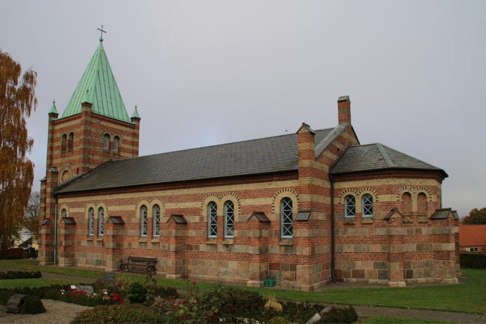 Церковь Обю - вид южной стороны. Фото 31 окт. 2020, г. Обюхой / Åbyhøj, Дания