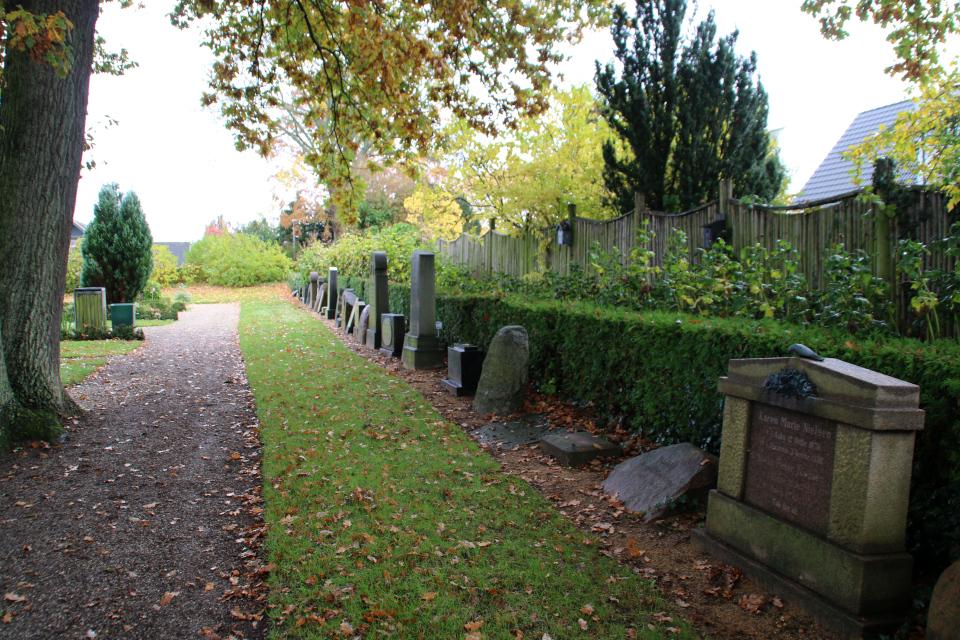 Старые могильные плиты, церковь Обю, г. Обюхой / Åbyhøj, Дания