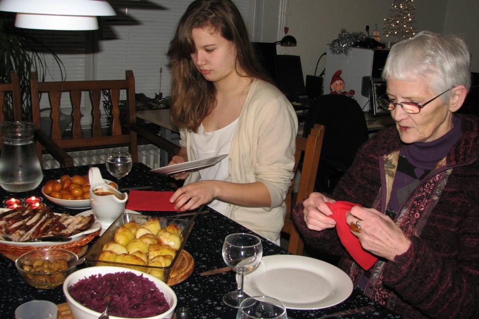 Традиционный рождественский ужин: флэскестай, сладкий картофель