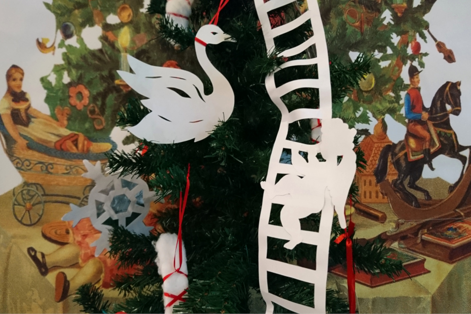 Ангелочек на бумажной лестнице Иакова