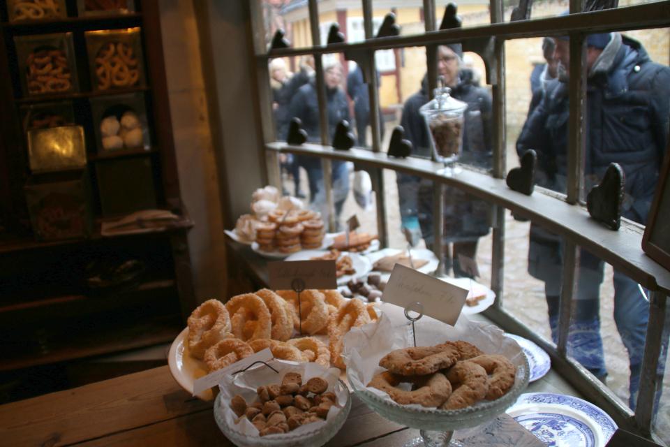 Печенье Ванильные колечки в старом магазине печника