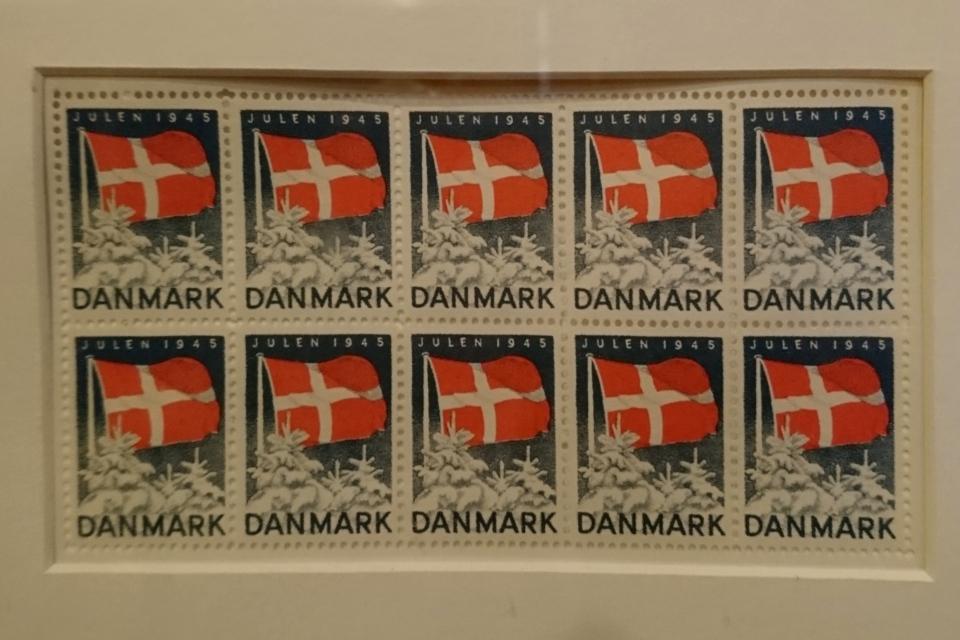 Рождественские почтово-благотворительные марки с заснеженными елями