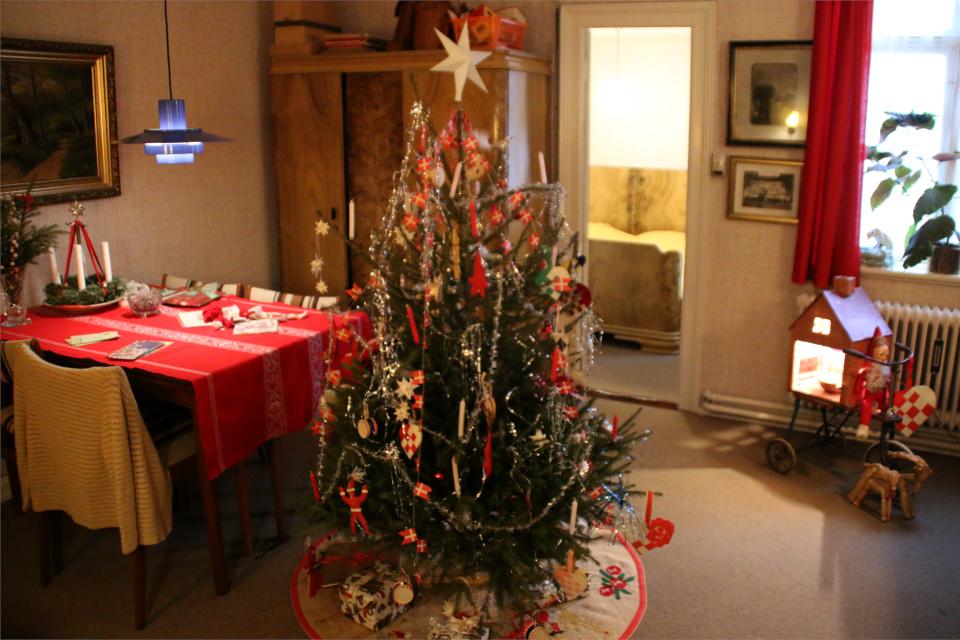 Рождественское убранство семьи служащих в 1974 г.