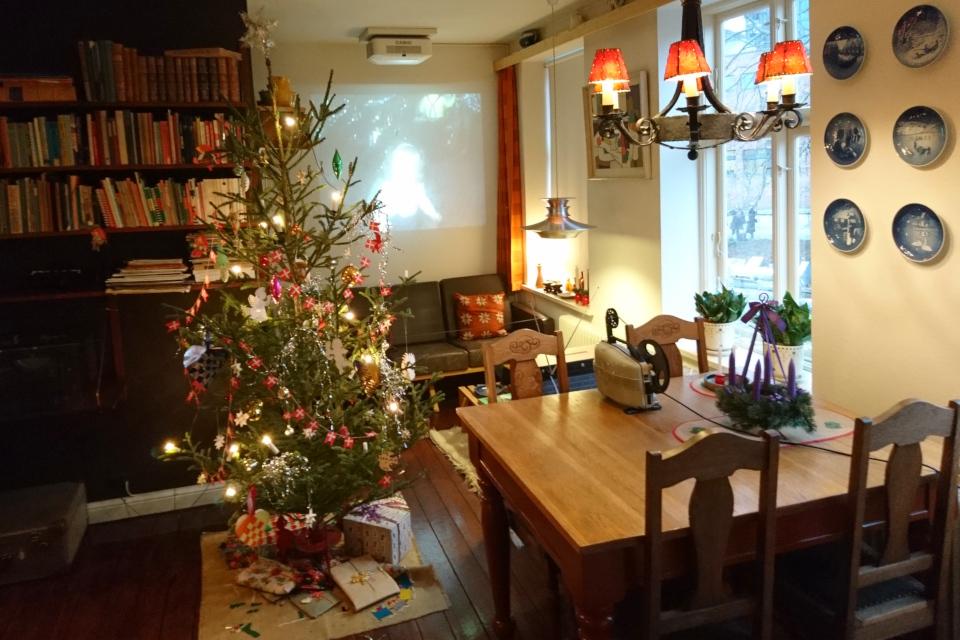 Рождественская елка в комнате семьи интеллигентов в 1974 году