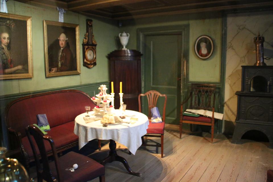 рождественский вечер в доме бургомистра, в комнате стиля Людовика XVI