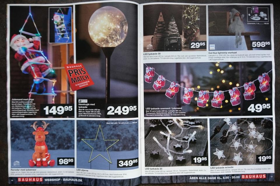 Рождественские украшения - дед мороз поднимается по лестнице