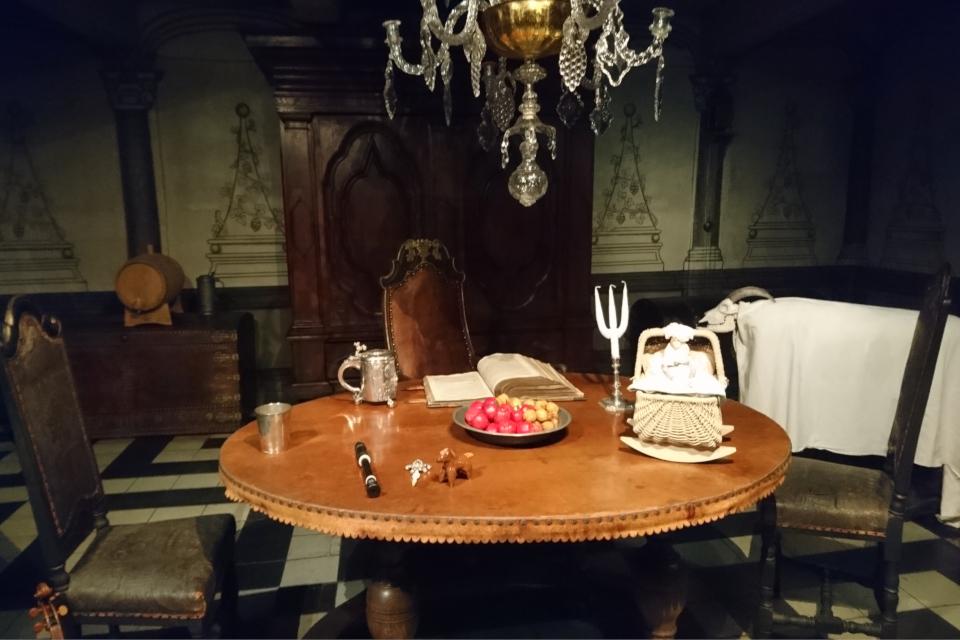 Рождественские подарки на столе, в доме бургомистра 1723 год