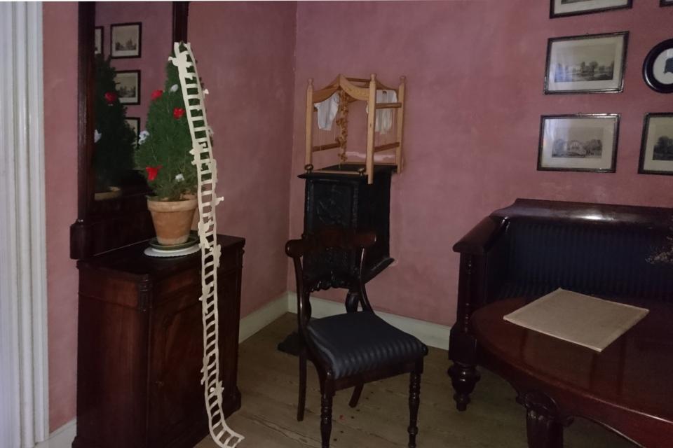 Лестница Иакова на елочке в доме Эйльшоус