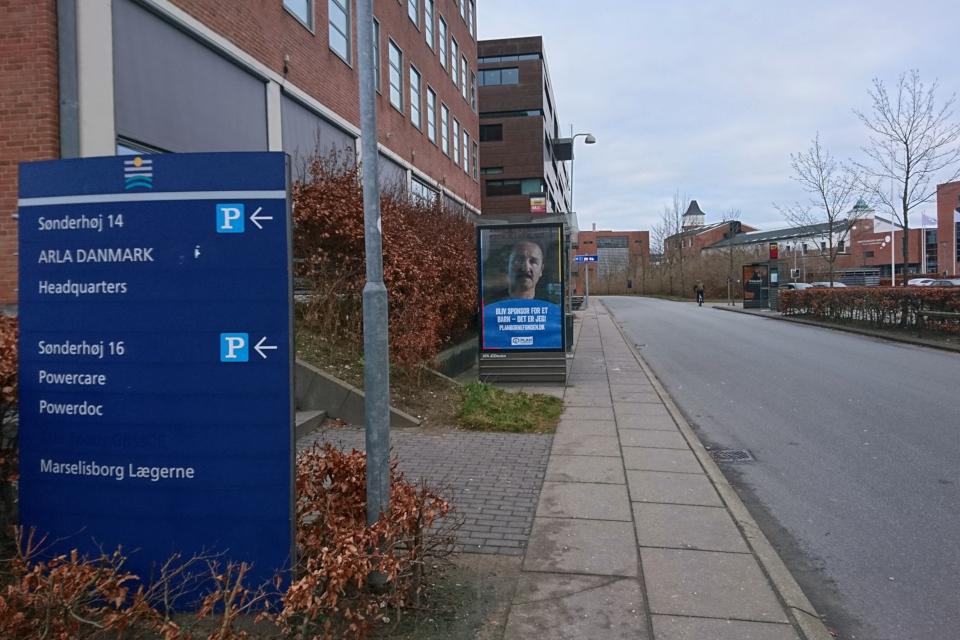 Информационный щит штаб-квартиры Arla (Headquarters) , Sønderhøj, Viby J, DK