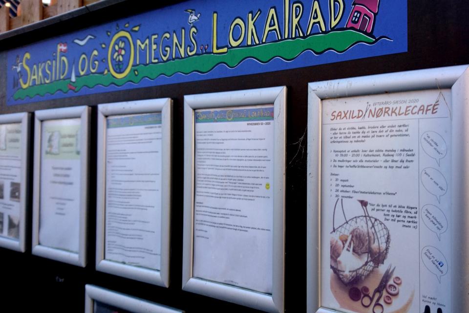 Объявление на информационной доске возле магазина