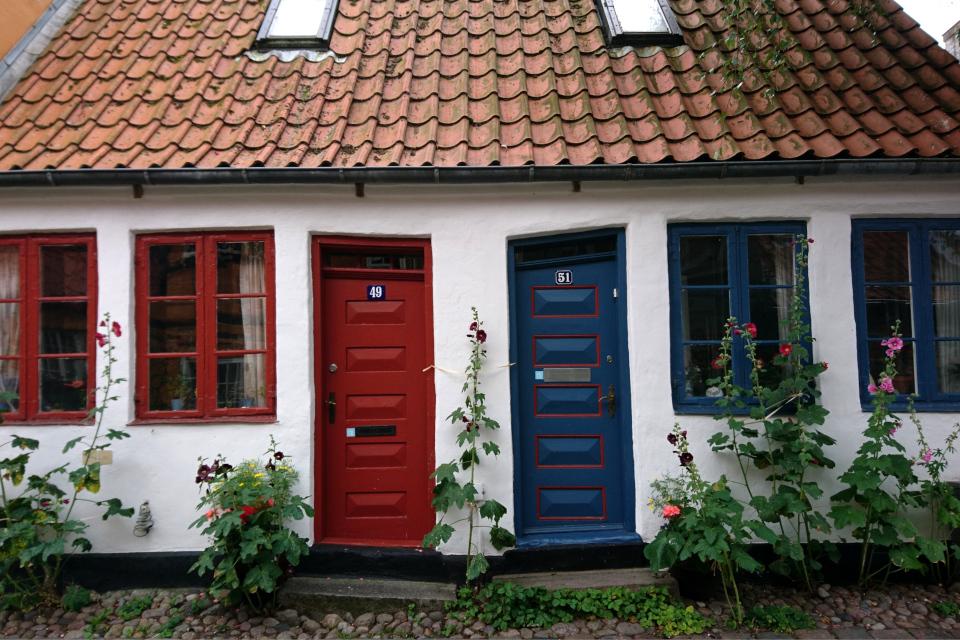 Необычные жилые дома Орхуса на улочке møllestien, Дания. Фото 25 июл. 2020
