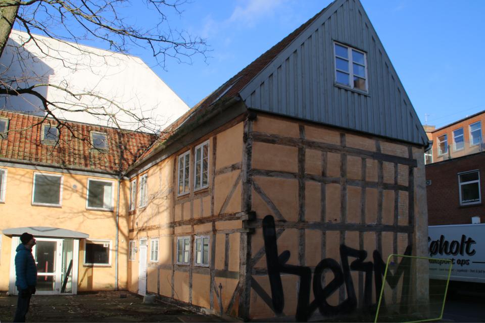 Вид на историческое здание со стороны двора. Фото 22 янв. 2021, ул. Mindegade 12