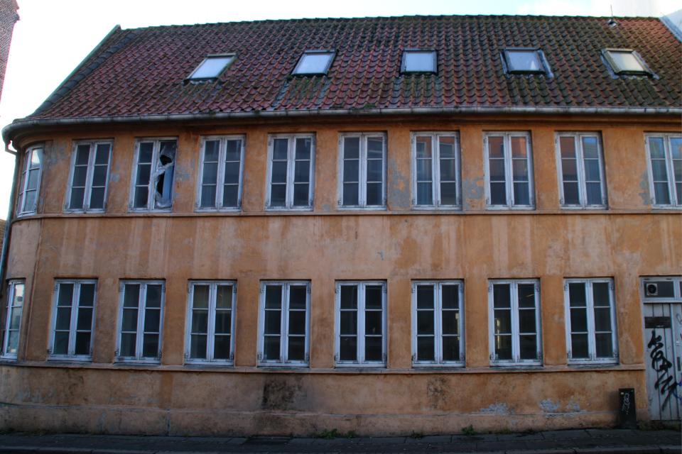 Фасад старого фахверкового дома, которое потеряет город Орхус, Дания