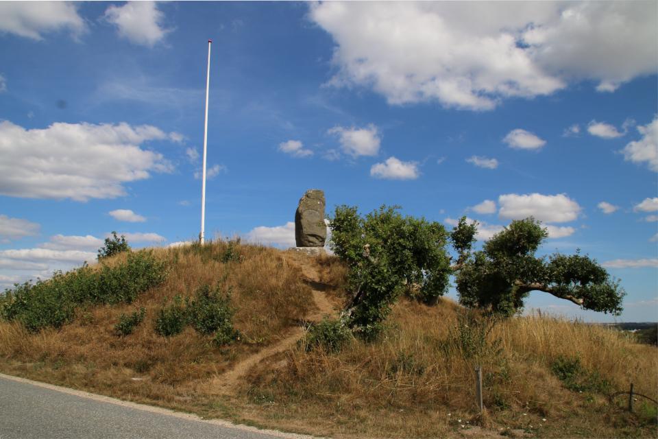Курган с памятником Блихеру. Фото 9 авг. 2018, Виборг