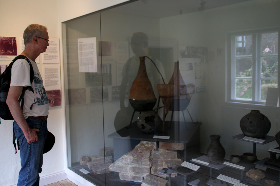 Средневековый дистиллятор и другие находки на месте руин Бьорнкэр.