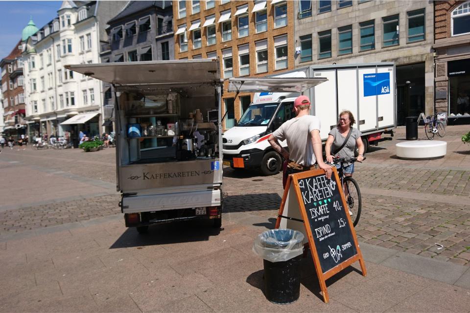 Минимобиль - кофейня в Дании на площад