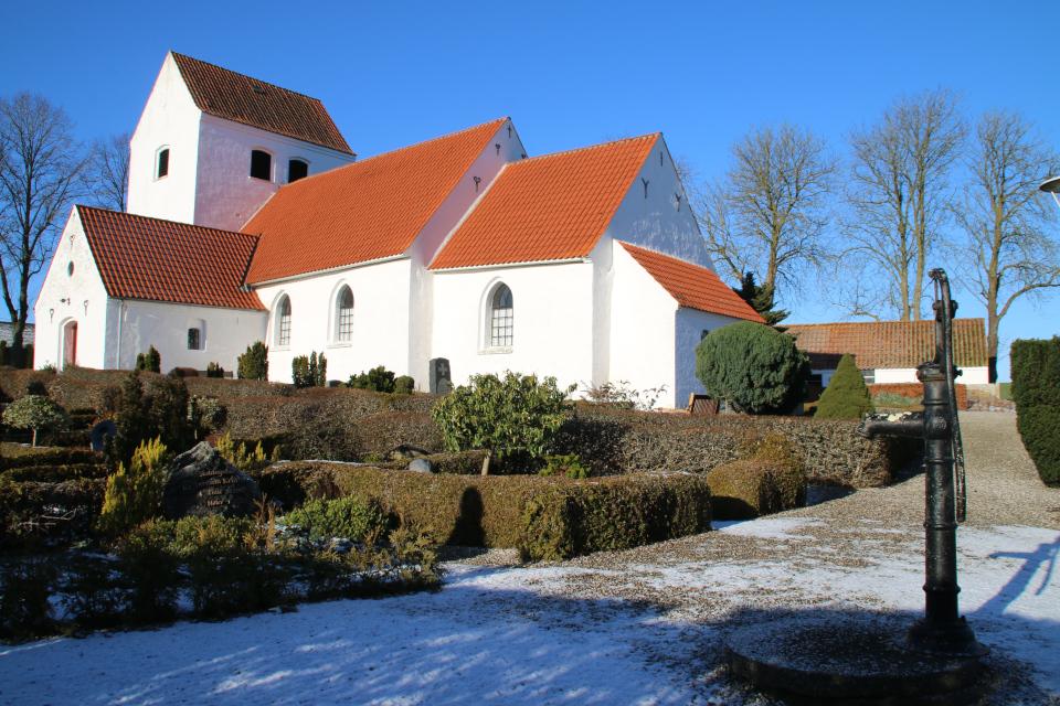 Водяная колонка. Церковь Нёлев, Дания. 31 янв. 2021
