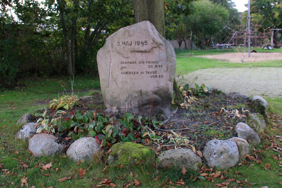 Памятник в г. Енгсванг (Engesvang), Дания. Фото 11 окт. 2020