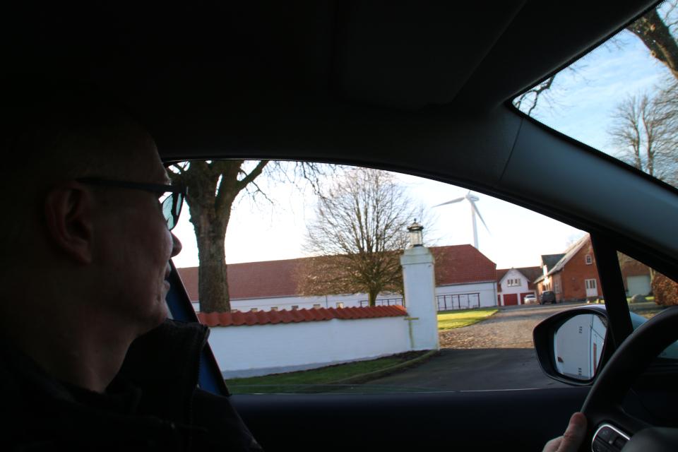 Вид с машины на Герсдорффслунд и ветряную мельницу