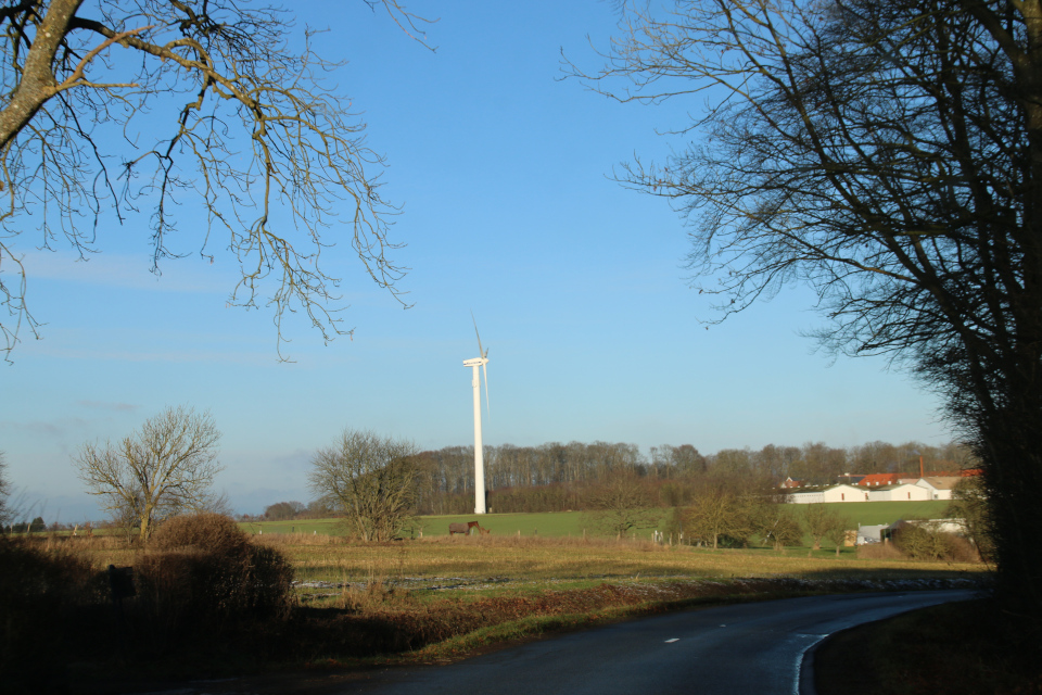 Вид с дороги на Герсдорффслунд и ветряную мельницу