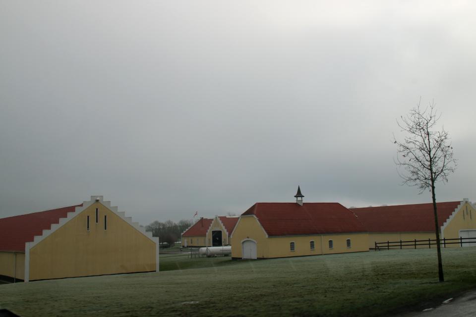 Хозяйственные постройки поместья Окэр