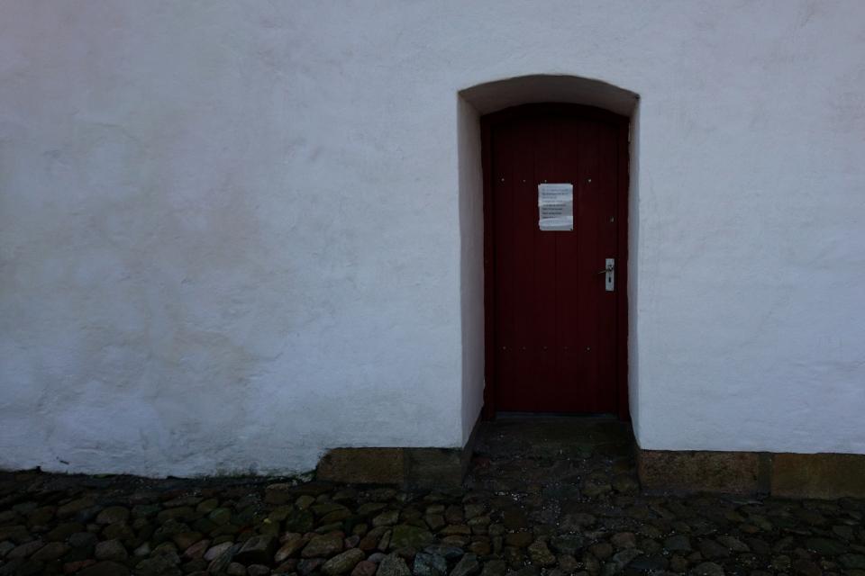 Каменная стена.Церковь Нёлев (Nølev Kirke), Оддер, Дания