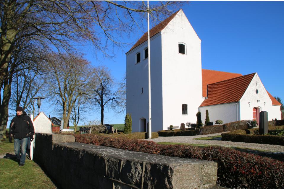 Каменная стена. Церковь Нёлев, Оддер, Дания. 31 янв. 2021