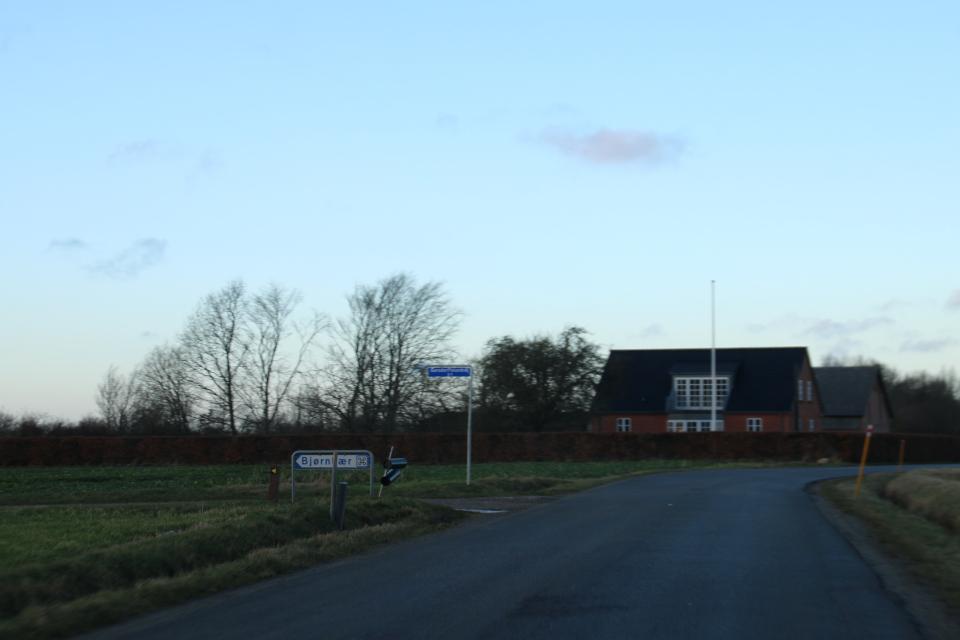 Догора Gersdorffslundvej, в направлении к руинам Bjornkær
